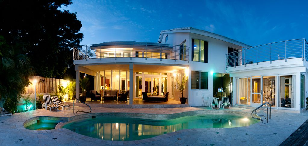 Waterfront 7 bedroom ceo mansion available homeaway for Best houses in miami