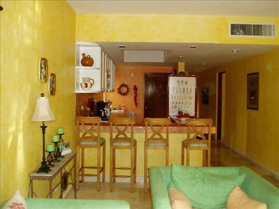 Playa del Carmen condo rental - The kitchen bar