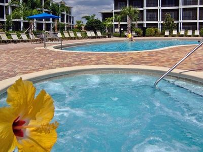 Bahama Bay condo rental - Hot tub and pool at the Bahama Bay our condo is right behind the swimmer at pool