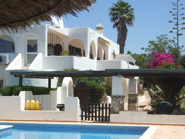 HEATED POOL, tropical gardens, quiet countryside near Lagos and beach - One bedroom, garden terrace