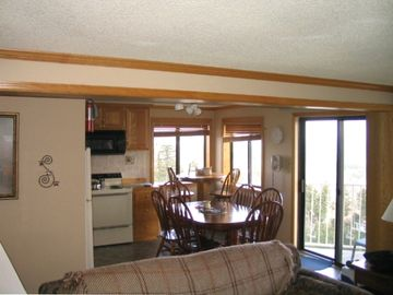 Snowshoe Mountain condo rental - Fully equipped kitchen seats eight