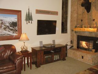 Breckenridge Peak 9 condo photo - Living room with 40 inch HD lcd television & fireplace