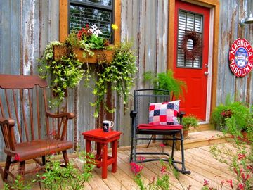 A PORCH RETREAT beside garden to sip tea/coffee, read or watch hummingbirds
