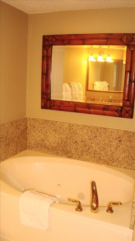 Jacuzzi garden tub in Master bathroom