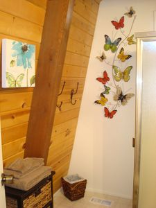 Big Bear Lake cabin rental - Beautiful bathroom downstairs with large shower and custom granite counter.