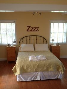 Folly Beach studio rental - Very comfortable queen bed...time for some zzz's