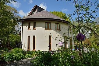4 Bedroom Luxury Eco-Friendly Detached House With Garden And Views in mid Wales