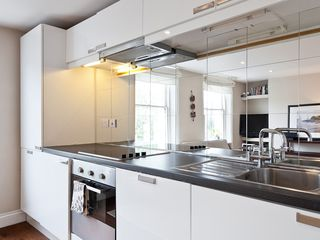 Islington apartment photo - Fully equipped kitchen with fridge-freezer washing machine and dryer