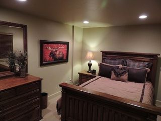 Eden house photo - The Moose Room with queen bed shares Jack-and-Jill bath with Bronco Room.