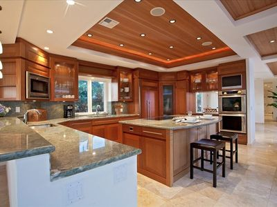 Spacious and Well-equipped Gourmet Kitchen