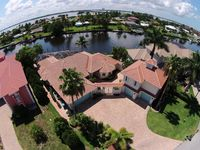New Courtyard Estate + Guest House - Privacy in Prime Location in SE Cape Coral