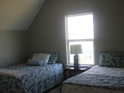 2 queen size beds and 1fullsize bed in the room ceiling fan, TV