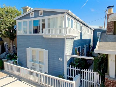 Beautiful Home, Prime Location/Large Windows/Beach Community Near Belmont Shore
