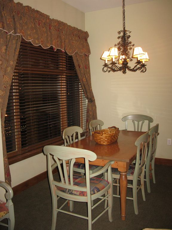 DINING SEATS 6 PLUS KITCHEN BAR AREA!! EXTRA PICTURE WINDOWS TO VIEW RESORT!!