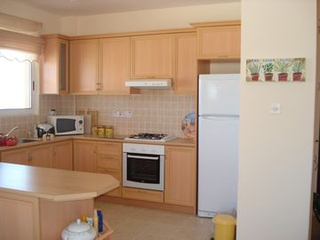 fully equipped kitchen with crockery etc