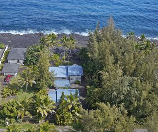 Hilo house rental - The house toward the street is the house for rent. The mid house is storage.