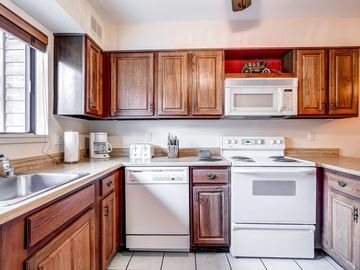 Cedars Townhomes Kitchen Ski-in/Ski-Out Breckenridge Lodging