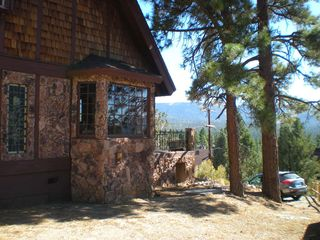 Big Bear Lake chalet photo - Large quiet lot with plenty of room and sledding in forest behind
