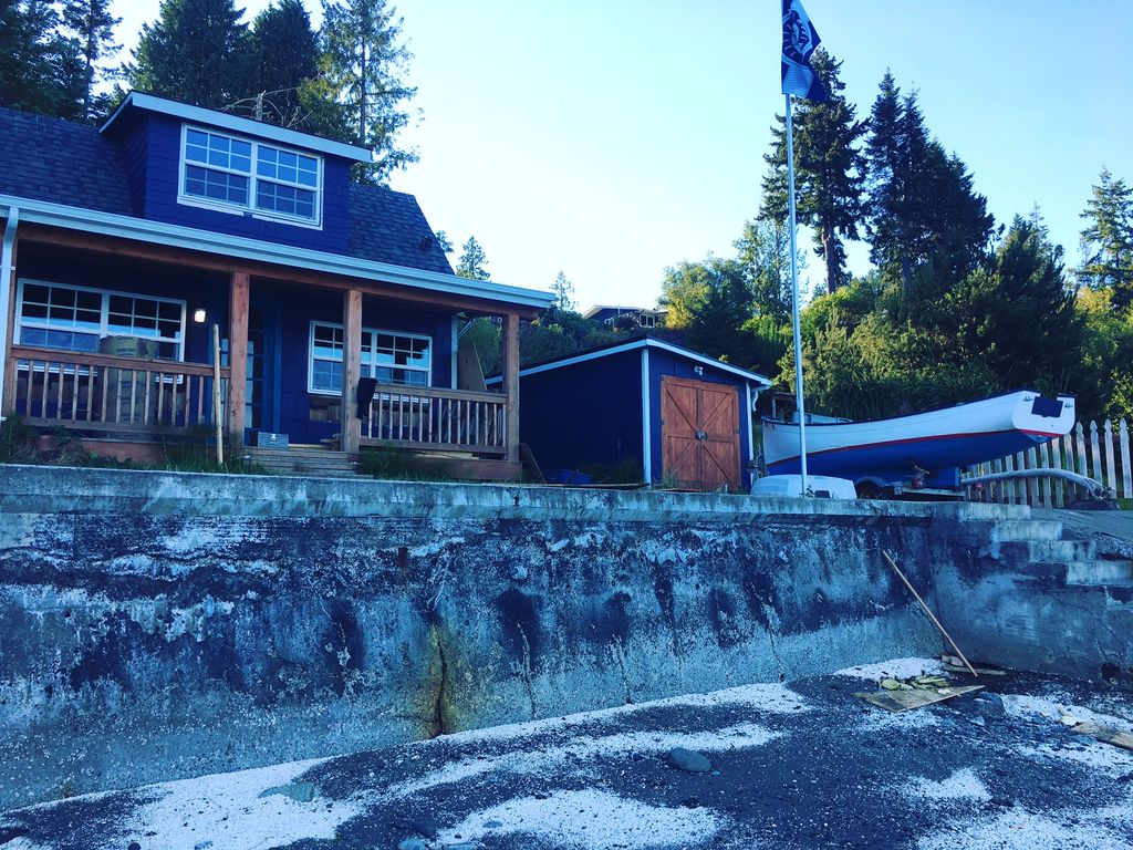 Puget Sound Waterfront cabin in Kitsap County, just feet