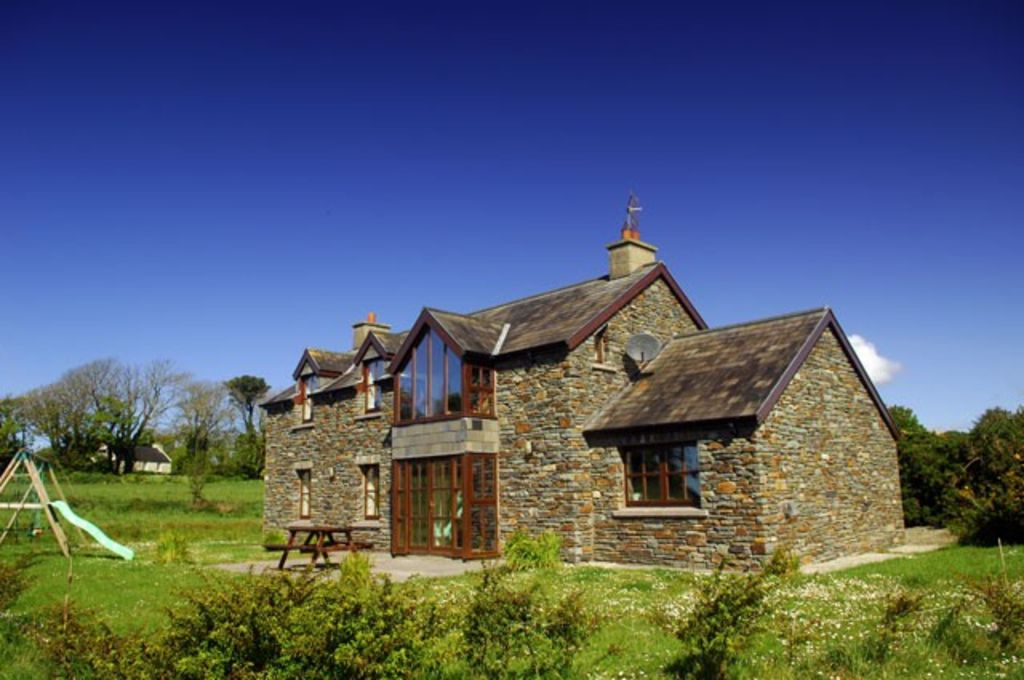 Stunning large stone cottage on the Wild Atlantic Way with sea views and WI-FI