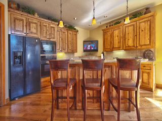 Deer Valley townhome photo - Gorgeous Remodeled Kitchen, Breakfast Bar, Flat Screen TV