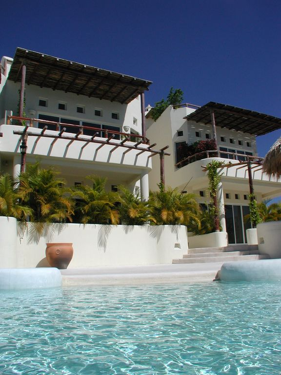 Oceanfront, 1 Br Penthouse.  Spectacular Views. Jan 14-20 are available