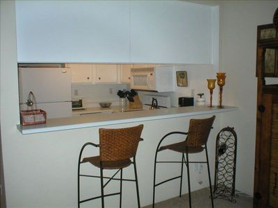 Share a Glass of Wine - Breakfast Bar/Kitchen