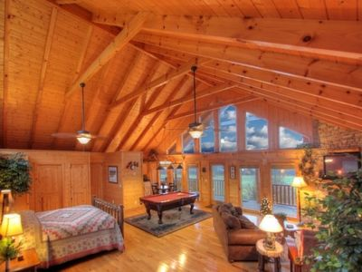 All under one glorious vaulted ceiling! Very Spacious Romantic Cabin for Two!