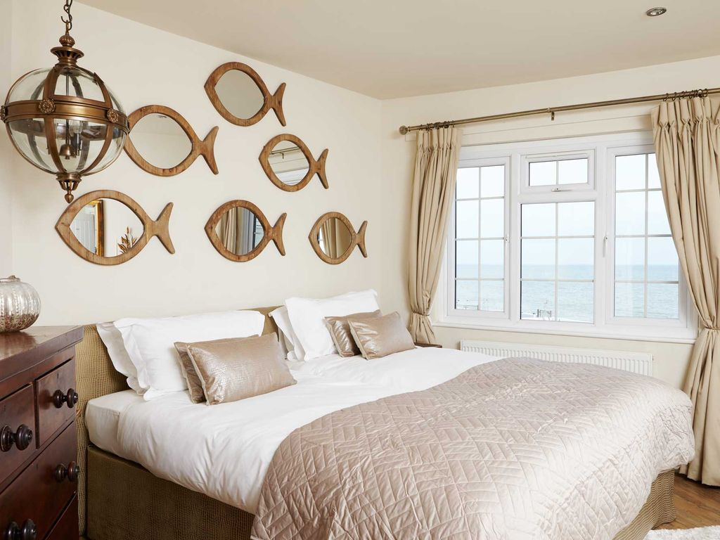 New England Style Bedroom Furniture Spacious New England Style Beachside House Sea Views Hot Tub