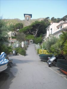 the private front entrance to the house is to the right, beach to the left