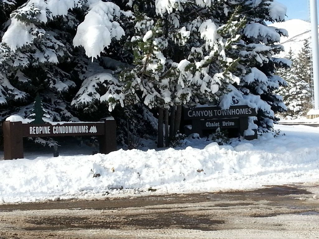 Entrance to Redpine Community