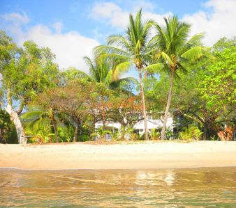 'Villa Beach' - Your Hideaway Retreat On The Beach In Paradise