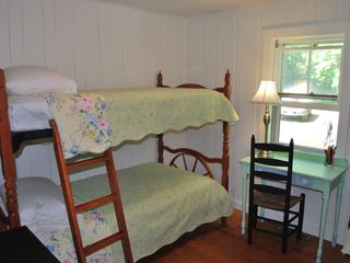 Clark Island cottage photo - Guest bedroom with bunk beds