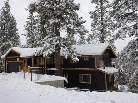 Elk lodge 3 br 2 ba lake view walk to vrbo for Big bear 2 person cabin