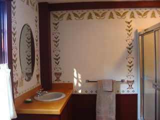 Alna house photo - Downstairs Bath with hand painted Stenciling