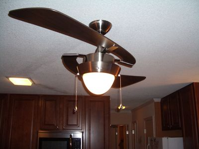 Hilton Head Island~Three ceiling fans and a brand new A/C system keeps you COOL!