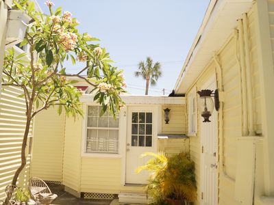 COZY BEACH COTTAGE 100FT FROM THE SAND!
