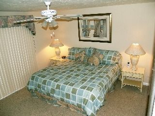 Master Bedroom w King bed