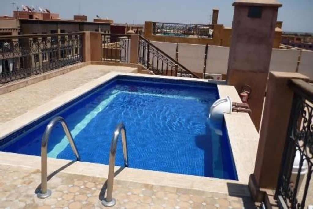 appartement avec piscine sur le toit transfert gratuit province marrakech 690793 abritel. Black Bedroom Furniture Sets. Home Design Ideas