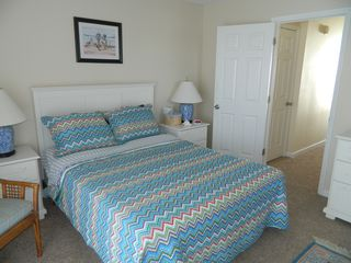 Carolina Beach condo photo - Queen size bed in the master with a brand new quilt and shams.