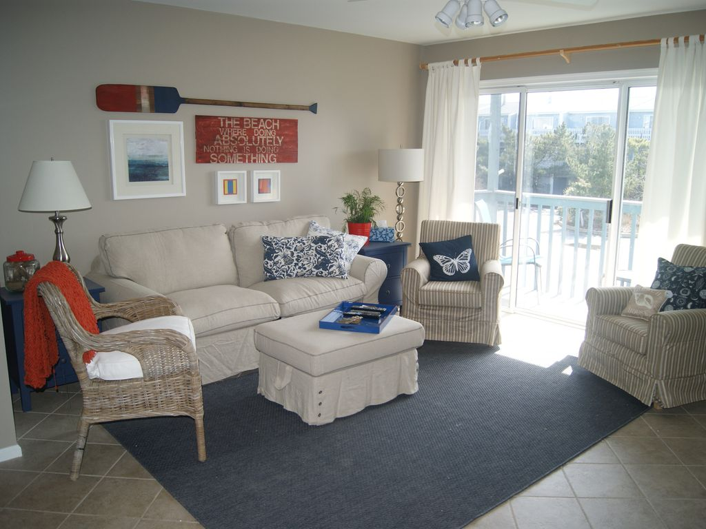 Living Room Seating For 8 By Family Friendly 4 Br Ocean Block Absolute Vrbo