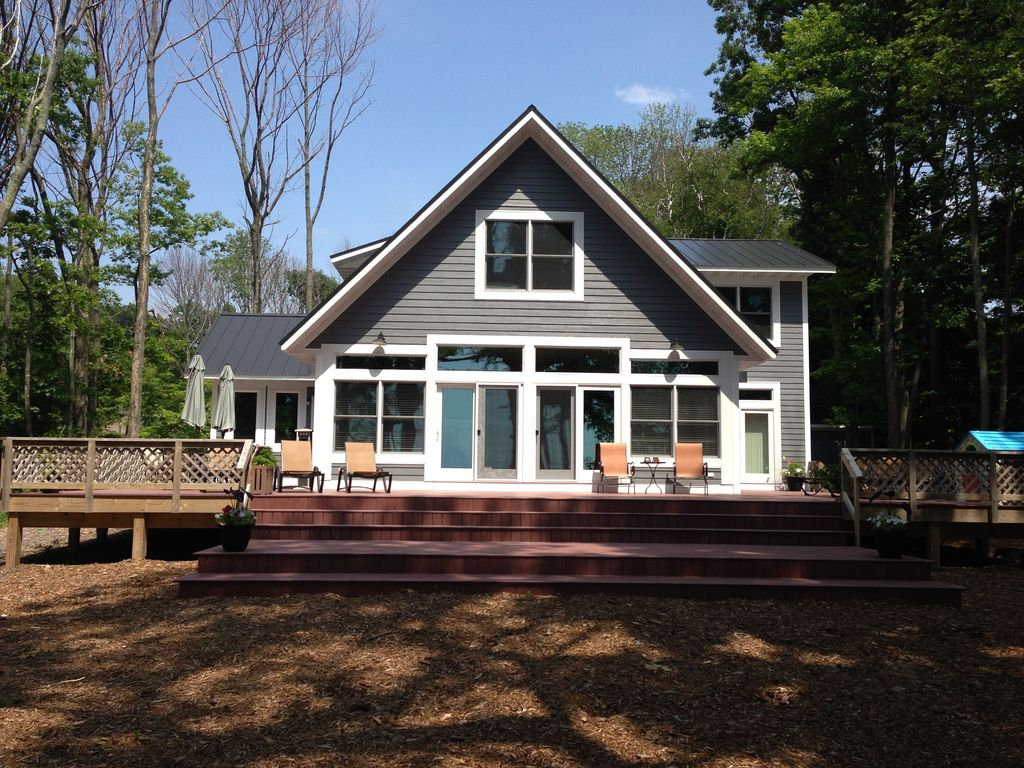 Lake michigan beach house 7 br vacation house for rent in for 7 bedroom house for rent in michigan