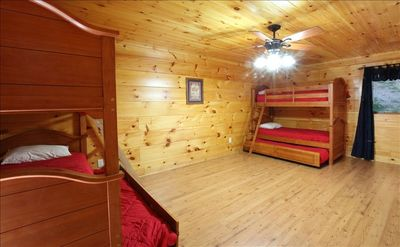 Lower level bunkbed room. 2 bunkbeds with a trundle under each. Sleeps 6.