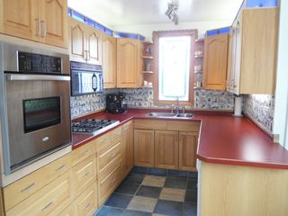 Crowsnest Pass house photo - Well equipped, including gas range, convection oven and fridge with ice-maker