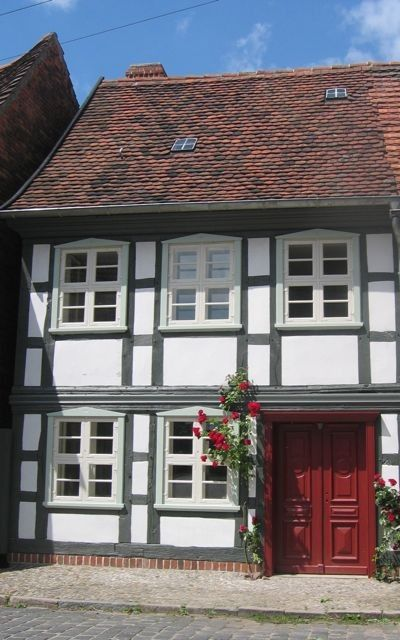 Lavishly restored half-timbered house in the romantic city center
