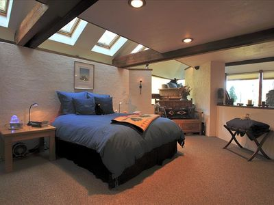 Operable skylights in the Master Suite beckon the moon and stars at night...
