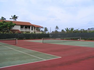 Nihi Kai tennis courts
