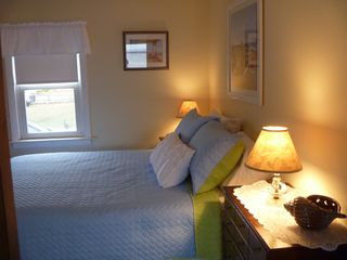 Hill's Beach cottage photo - Queen Bed Room