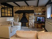 Character Cottage, quiet location, short walk from beach
