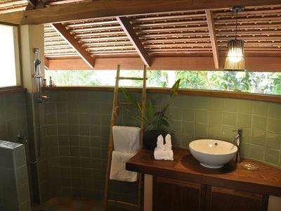 Tropical Bath and Shower Area